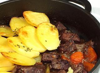 Spezzatino con patate in forno