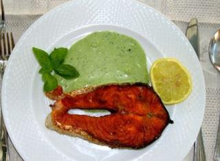 Salmone con salsa al basilico