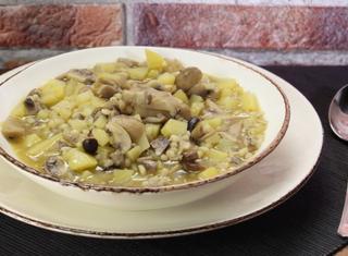 Zuppa di orzo patate e funghi