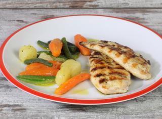 Petto di pollo alla griglia con verdure