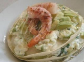 Lasagnetta di pasta fresca con ricotta, zucchine e gamberi pancettati