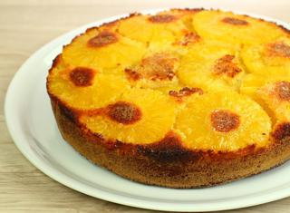 Torta all'ananas e yogurt