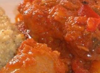 Pollo e salsiccia al sugo