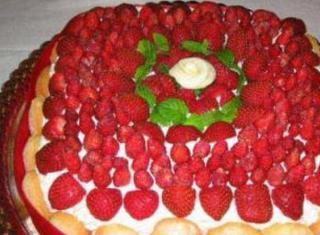 Torta di compleanno con le fragoline