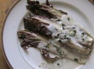 Radicchio alla griglia con salsa di gorgonzola