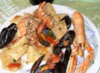 Calamarata con scampi e cozze e impepata di cozze