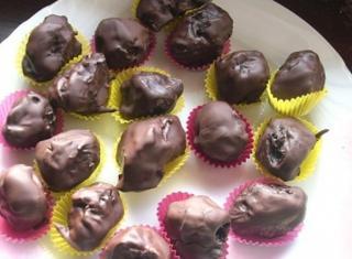 Prugne farcite ricoperte di cioccolato