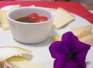 Marmellata di pomodori con formaggi