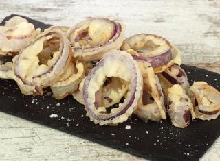 Anelli di cipolla rossa in pastella