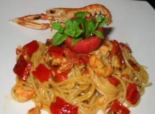 Spaghetti scampi e peperoni