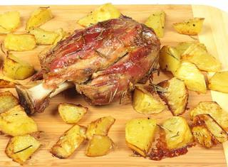 Stinco arrosto con patate