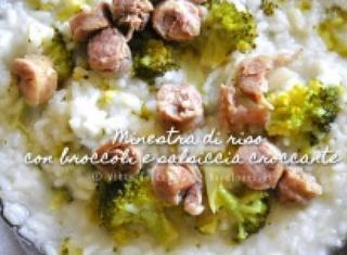 Minestra di riso con salsiccia croccante e broccoli