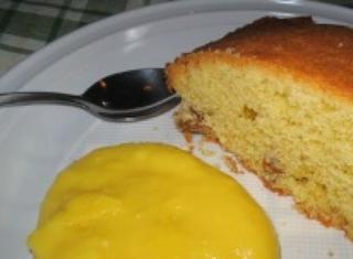 Torta all'uvetta con crema al limoncello