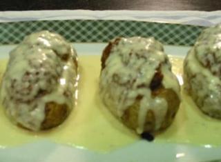 Barchette di patate ripiene su fonduta di Asiago e Parmigiano