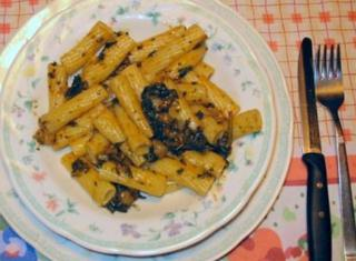 Pasta, cavoli e olive nere