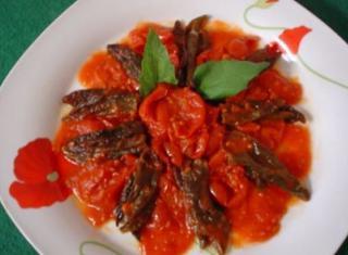 Peperoncini verdi fritti e pomodorini