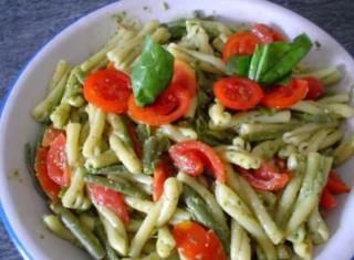 Caserecce con pesto fagiolini e pomodorini