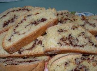 Biscotti con cioccolato, noci e nocciole