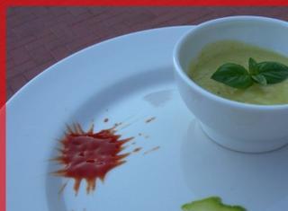Vellutata di zucchine al profumo di basilico