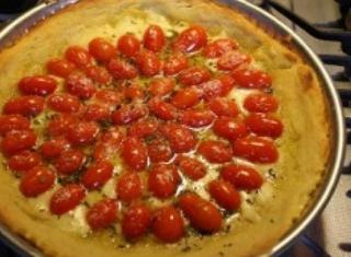 Pizza di patate con pomodorini