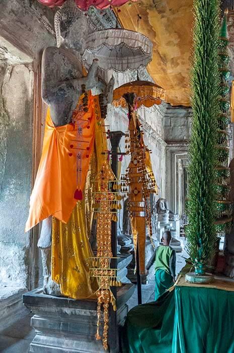angkor wat temple buddha