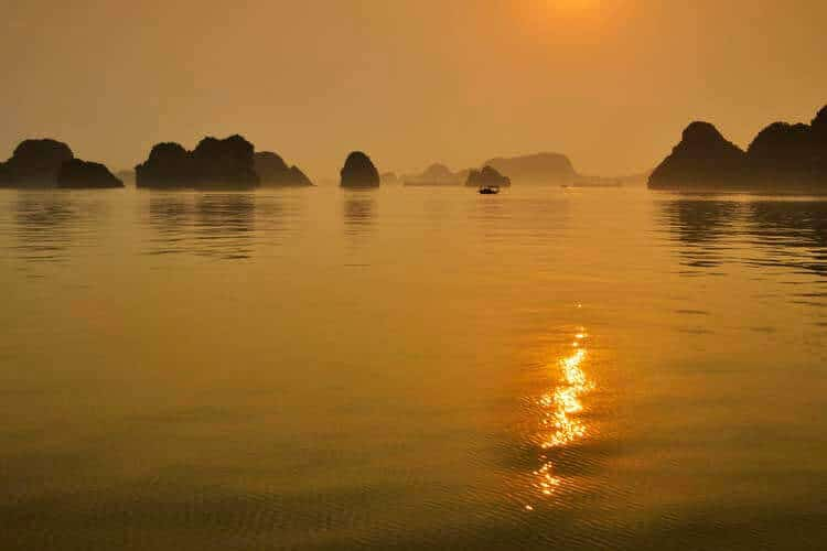 paradise cruises in halong bay