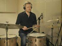 Blues for Pekka (medium) -biisi, soittoesimerkki (rummut)