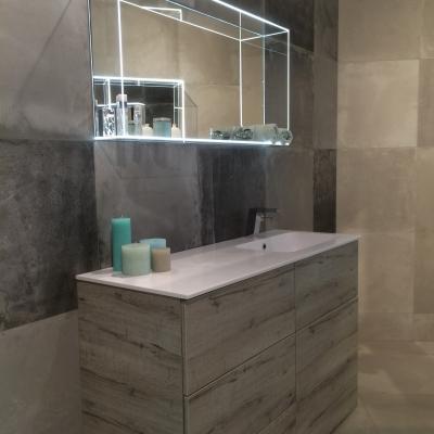 Badkamerspiegel met oplichtende glasomranding