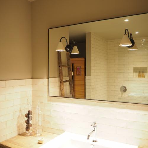 heldere spiegel met zwarte rand