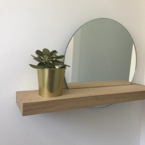 ronde spiegel in massief houten blok