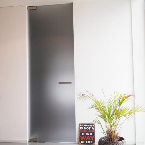 glazen deur in verzuurd veiligheidsglas