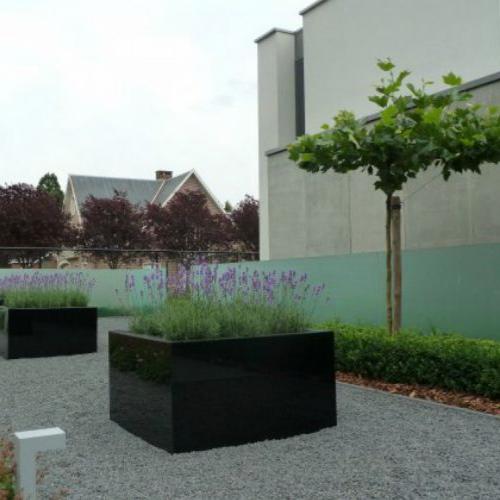 bloembakken in zwart glas / glazen haag in verzuurd veiligheidsglas