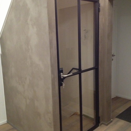 Stalen deur met helder veiligheids glas