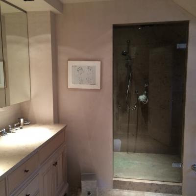 Heldere douchedeur met marine scharnier en vierkant deurknopje