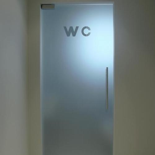 deur in gezandstraald veiligheidsglas