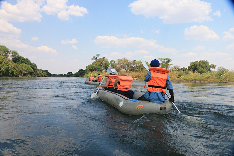 canoeing-the-zambezi-2