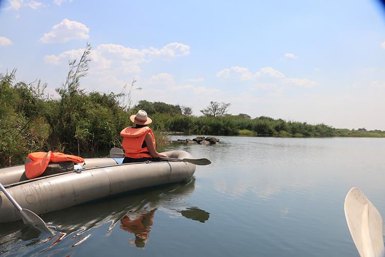 canoeing-the-zambezi-4