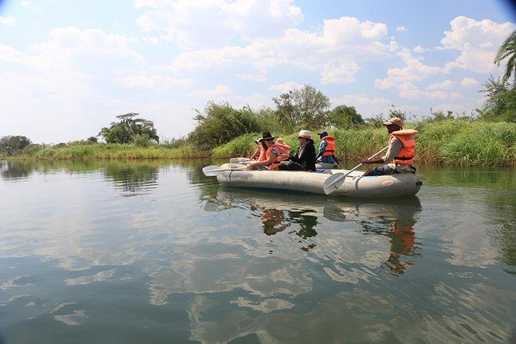 canoeing-the-zambezi-5