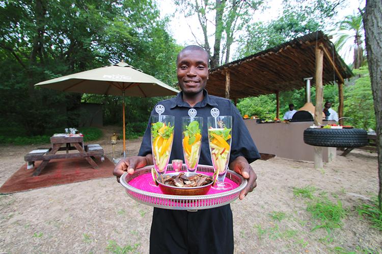 Waiter Luvita