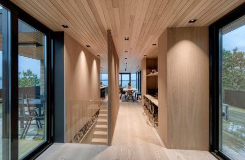 Lun, men åpen arkitektur for avslappende og energifull atmosfære