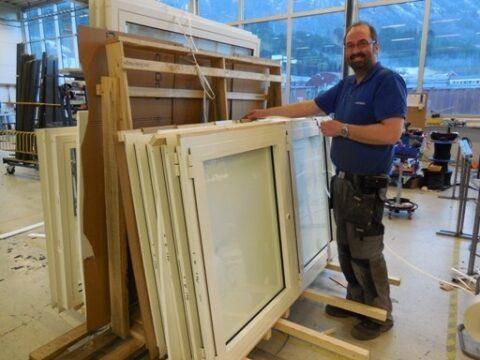 Våre ansatte har lang erfaring med produksjon av vinduer, dører og fasader