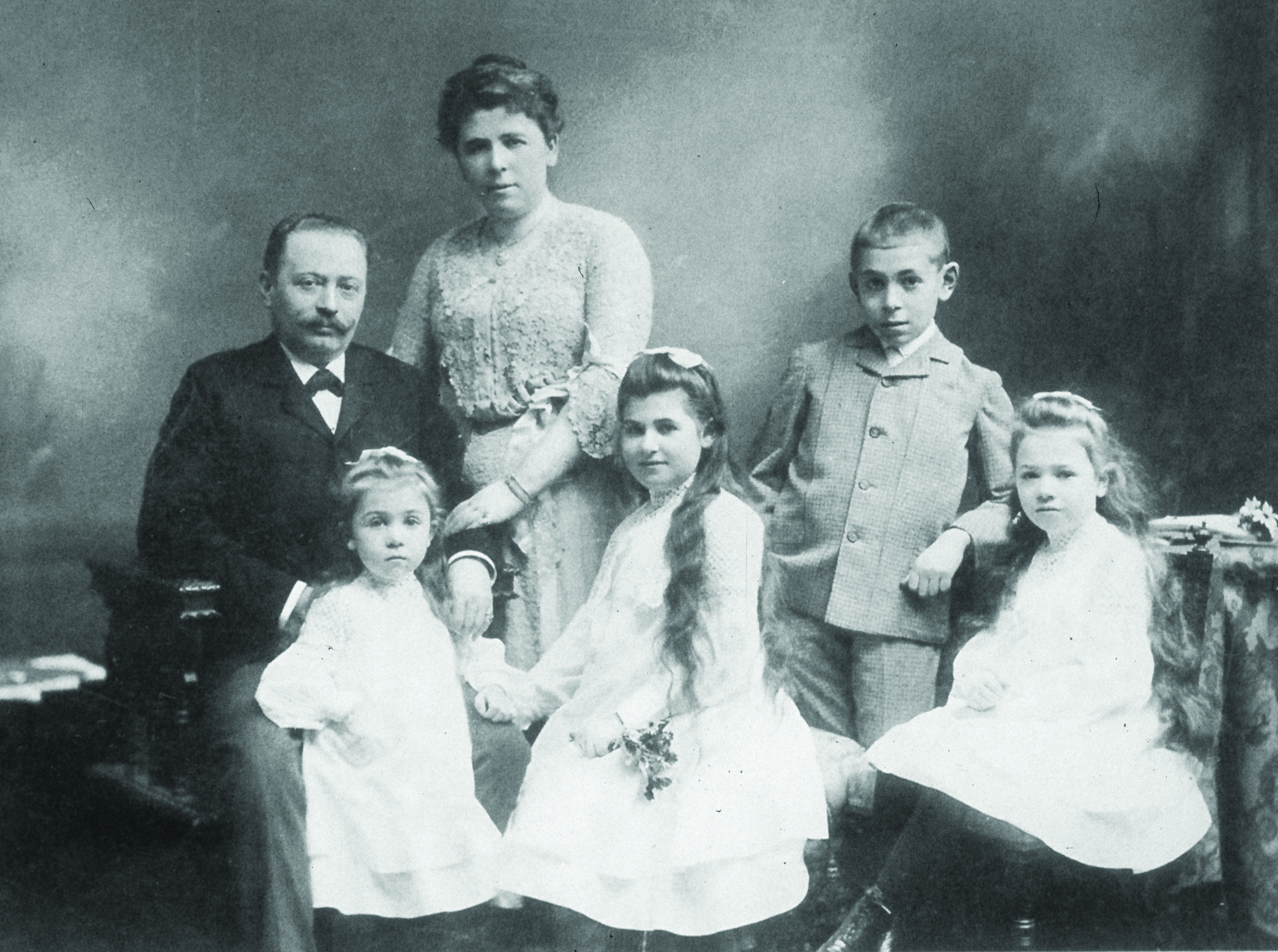 Edith's maternal grandparents, mother, aunts, and uncle