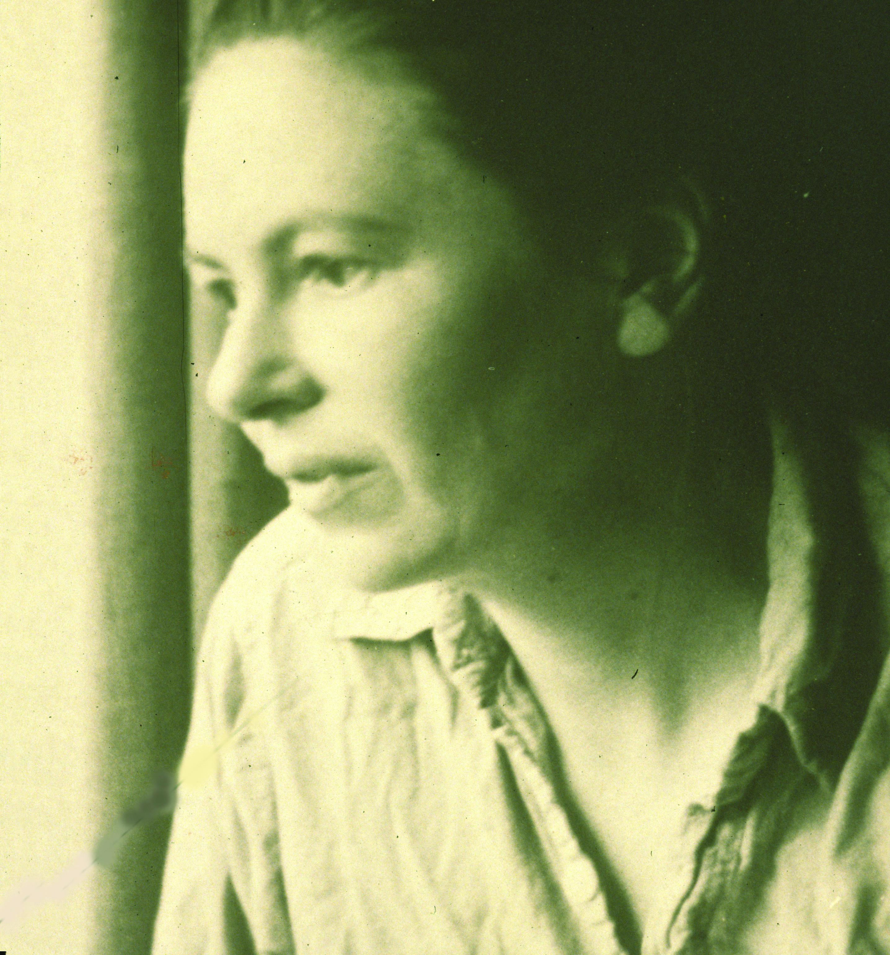 A pensive Edith