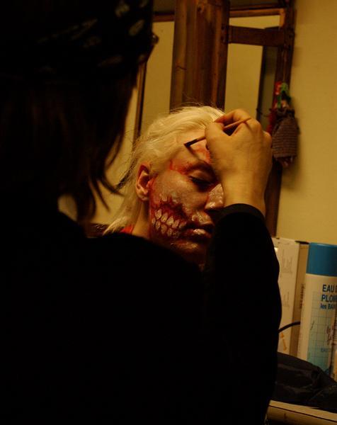 """Helnwein painting girl for the """"mObscene""""-video"""
