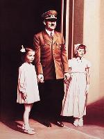 Helnwein-painting-for-Heiner-Muellers-Germania-Tod-in-Berlin