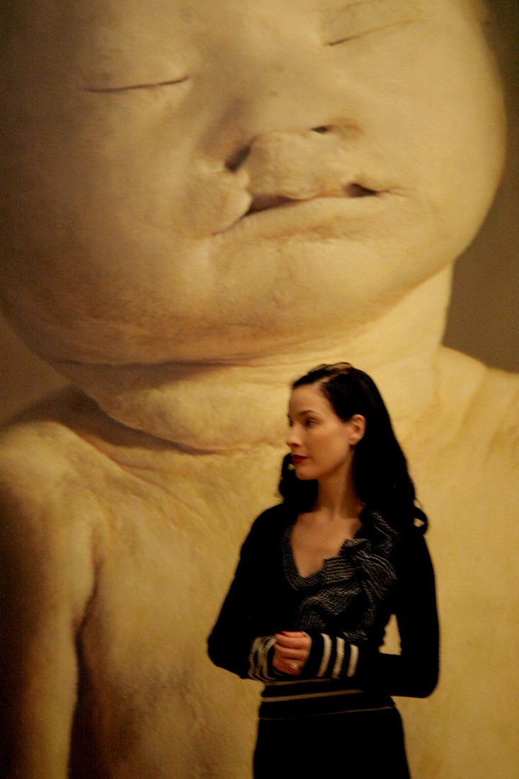 """Dita von Teese at the """"Child""""-exhibition at The Legion of Honor"""