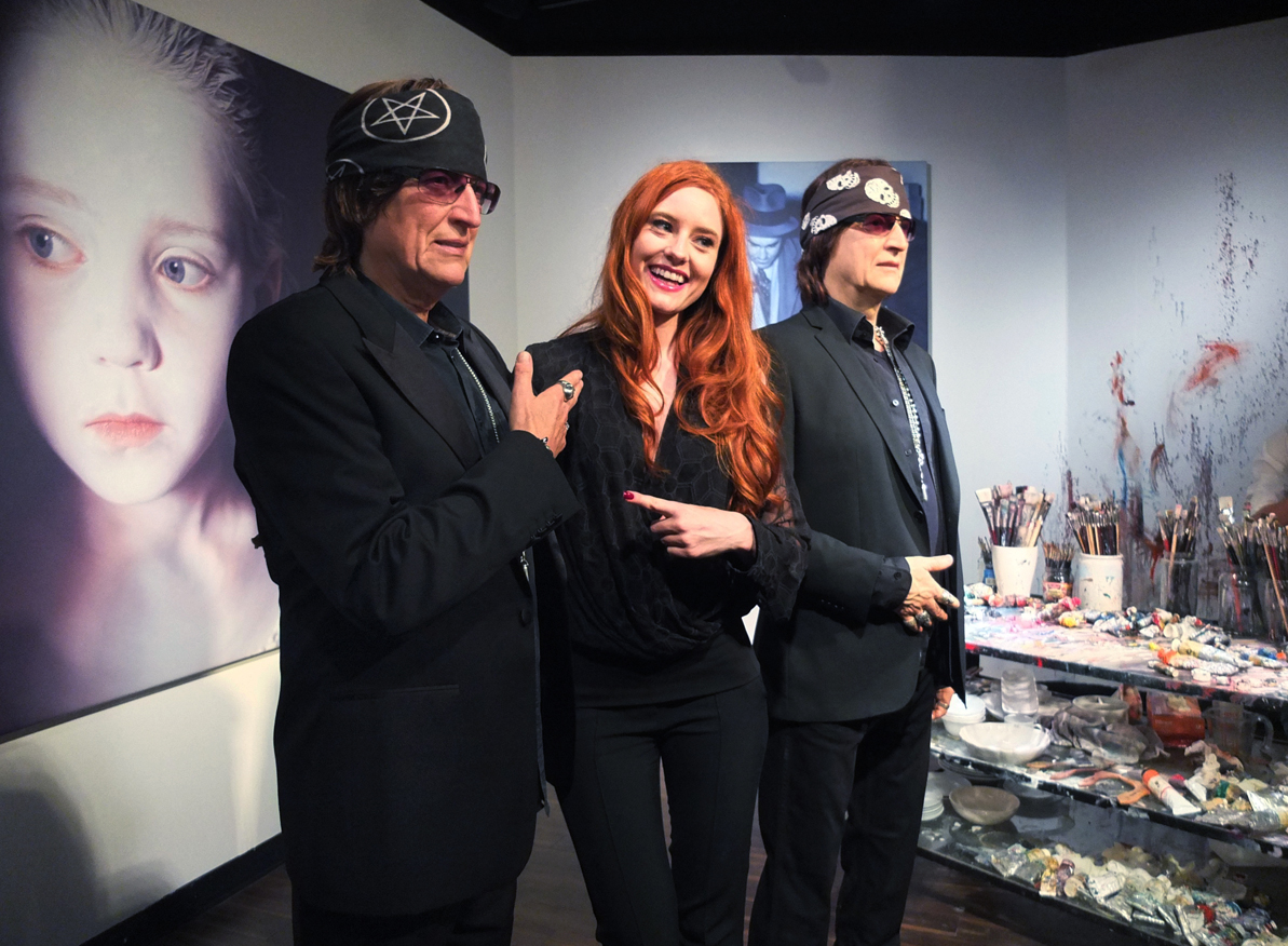 Gottfried Helnwein and Barbara Meier with Helnwein's counterpart at Madame Tussauds in Vienna.