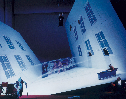 Die-Verfolgung-und-Ermordung-Jean-Paul-Marats-dargestellt-durch-die-Schauspielgruppe-des-Hospizes-zu-Charenton-unter-der-Anleitung-des-Herrn-de-Sade