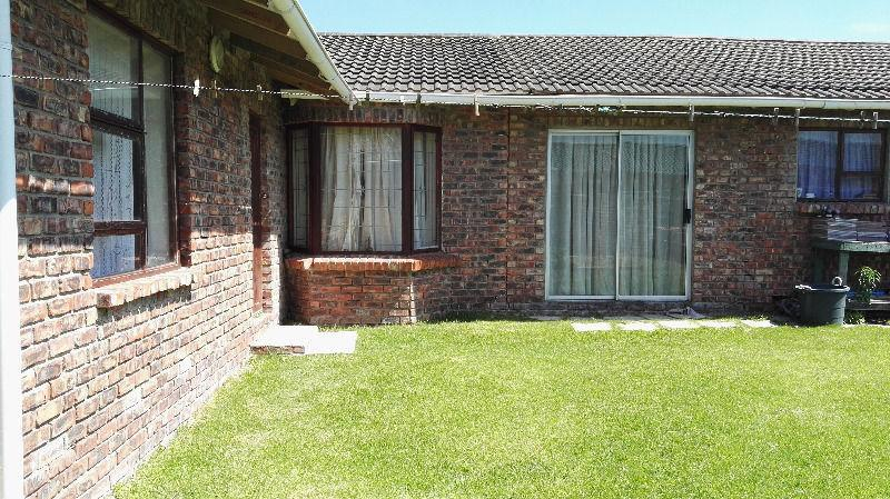 4 BedroomHouse For Sale In Greenshields Park