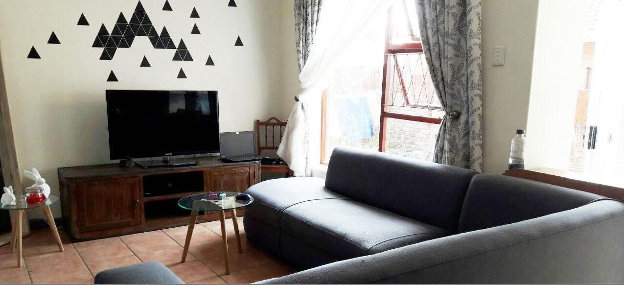2 BedroomTownhouse For Sale In Lorraine